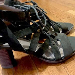 Sale 🎉Naturalizer Strappy Shoes